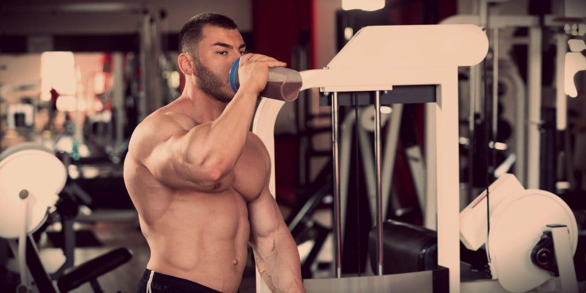 muscular man suplemento vitaminas minerais