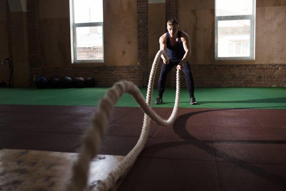 4 exercicios queimam mais que corrida - bater corda