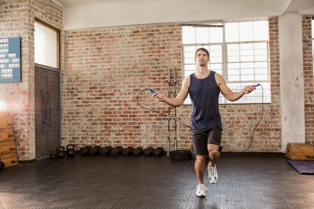 4 exercicios queimam mais que corrida - pular corda