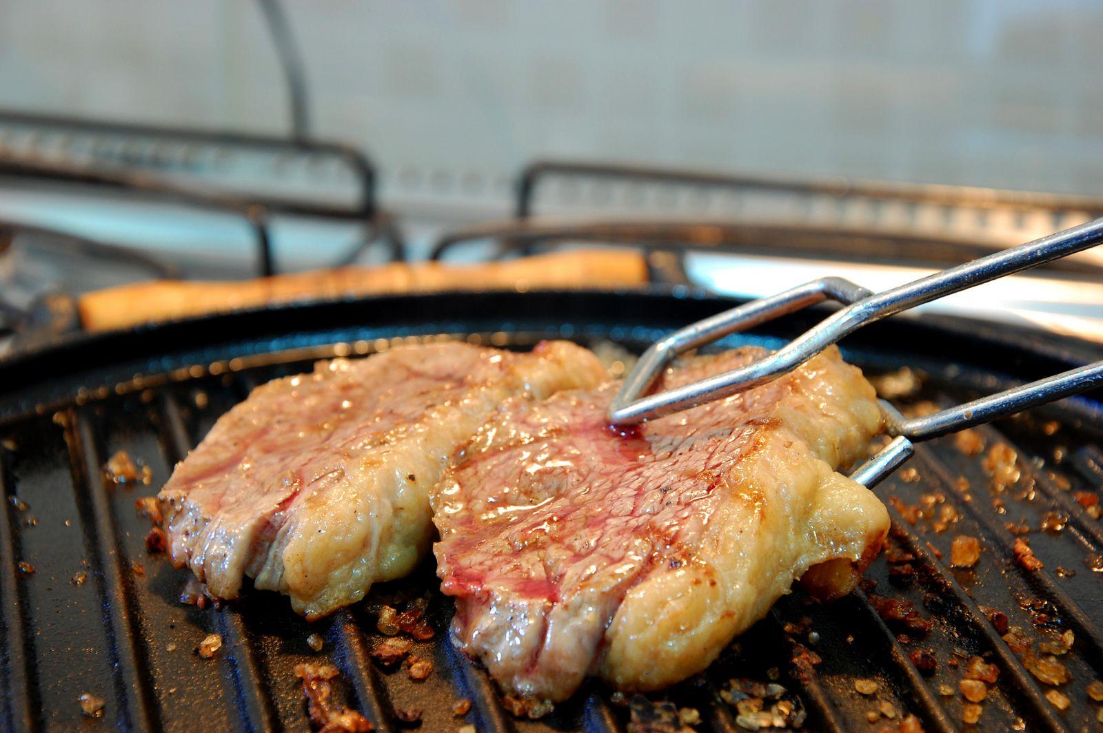 grelhados pinça virar carne