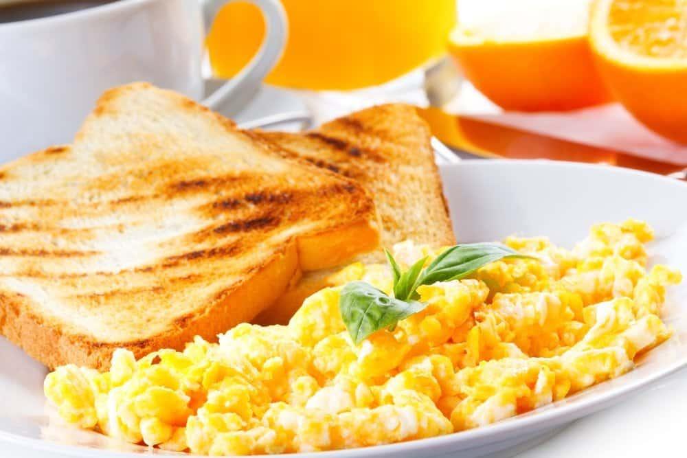 café da manha ovos proteinas