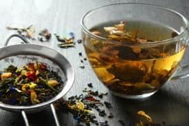 Chá para insônia: 6 tipos de chá para melhorar a qualidade do seu sono