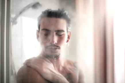 Homem, tomando, banho