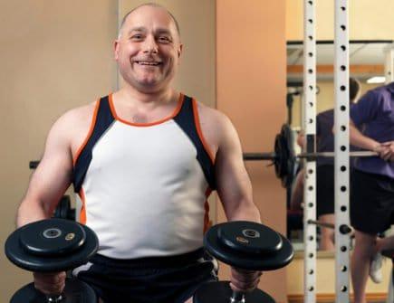Homem 40 anos musculação