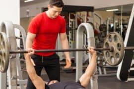 6 dicas para você ser um bom parceiro de treino na academia