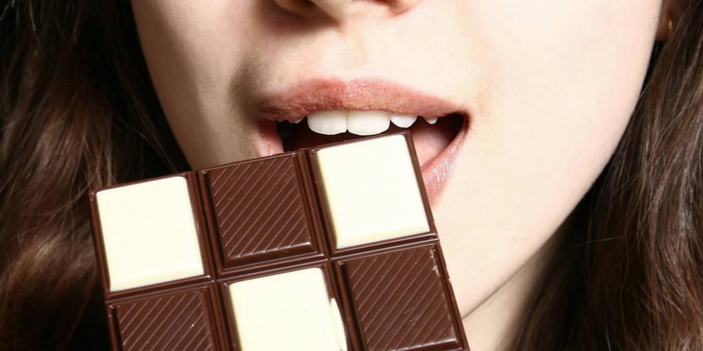 mulher, chocolate