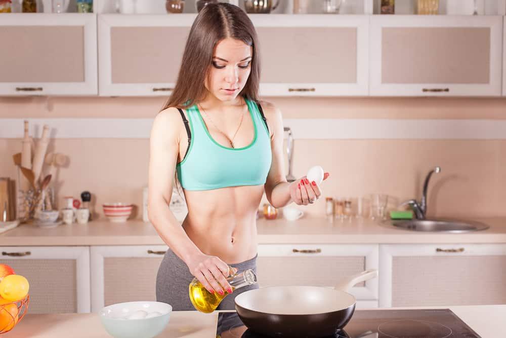 Mulher, tempo, cozinha