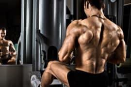 Um treino insano de costas e bíceps apenas com pesos livres