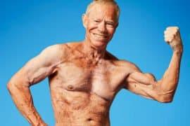 Nem a asma impediu o 'vovô' do bodybuilding de desenvolver um shape insano