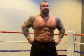 Strongman Eddie Hall aparece trincado após perder 32 kg