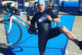 Ex-astro do Jackass celebra vida saudável competindo no Triathlon