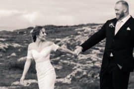 'Montanha' se casa, mas quem chama a atenção é a sua esposa